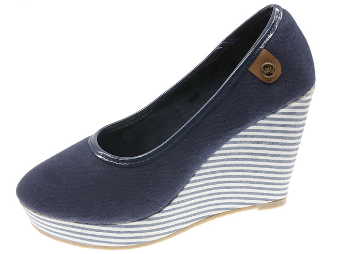 Casual Wedge Shoe